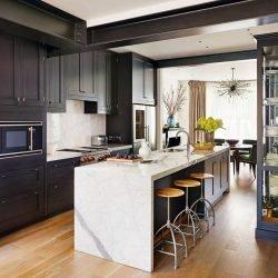 چندمنظوره بودن علاوه بر زیبایی طرح جزیره برای آشپزخانه موجب افزایش قیمت حانه نیز میگردد.