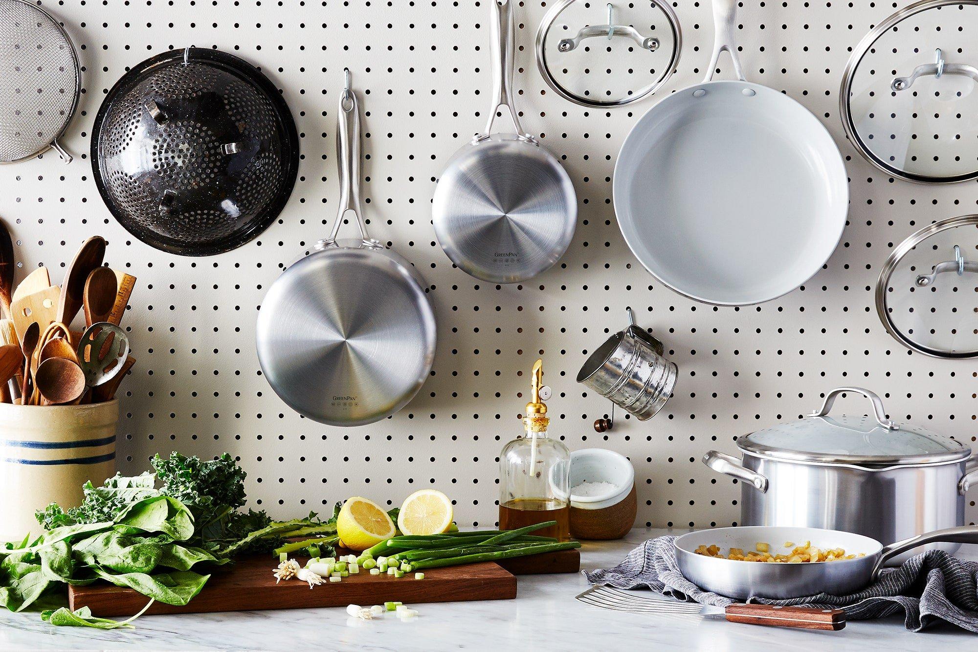 ظروف مسی و استیل جزو بهترین و سالمترین ظروف پختوپز بهشمار میروند.