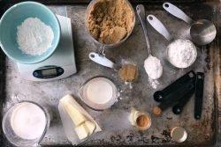 انواع پیمانهها، قاشقها و ترازوهای آشپزخانه، جزو مهمترین ابزارهای اندازهگیری در آشپزخانه محسوب میشوند.