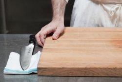 نگهداری از تخته گوشت چوبی پایهدار در مراکز بزرگ